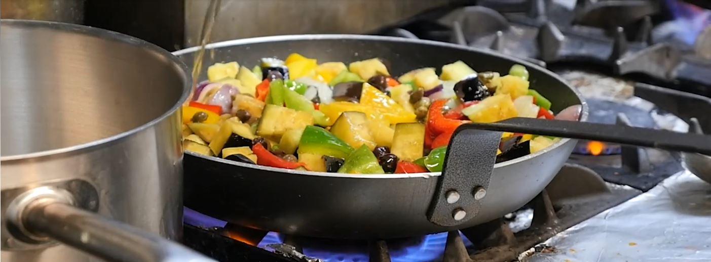 Cucina Food cooking in frying pan