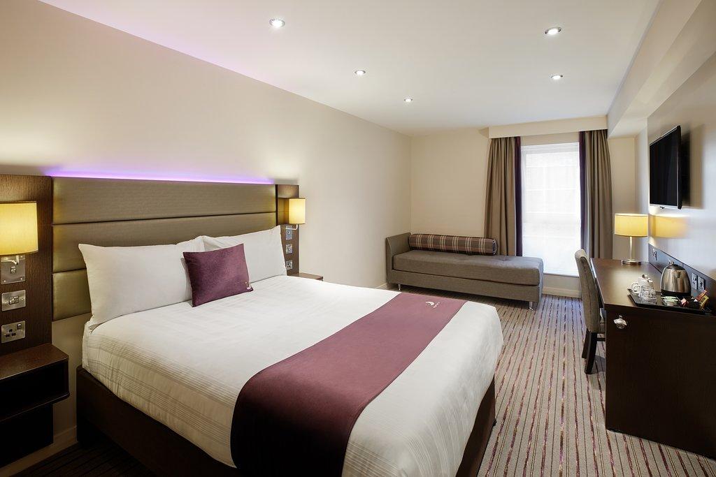 premier-inn-bedroom (1)